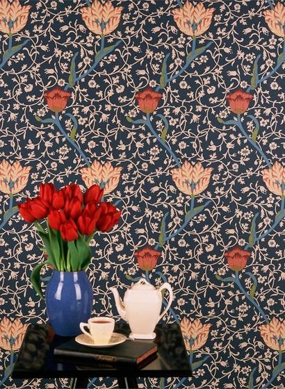 Florale Tapete Garden Tulip von Morris & Co.