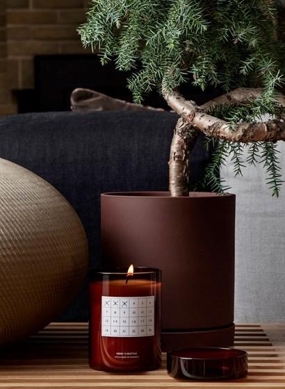 Weihnachtsduftkerze mit Kalender - Red Brown von Ferm